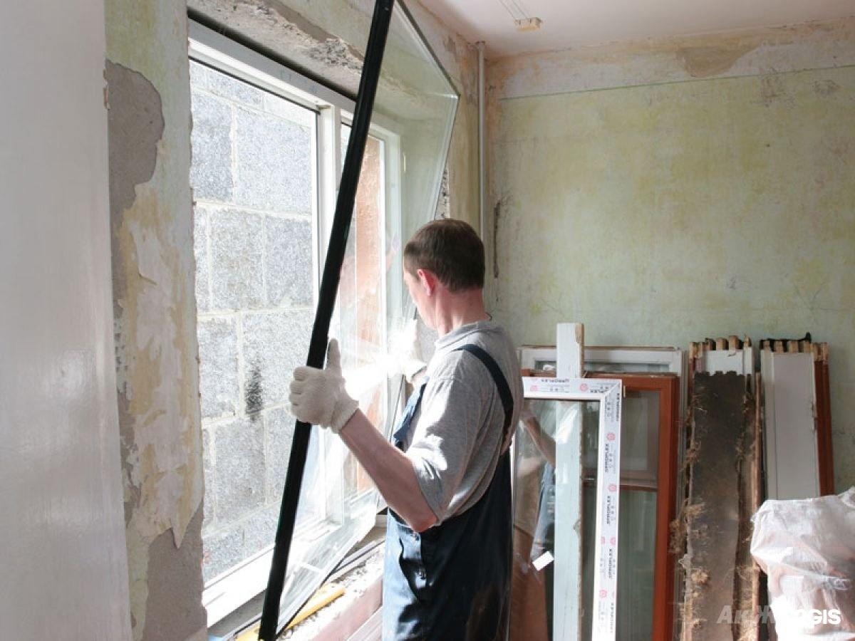 Как вставить стекло в дверь своими руками