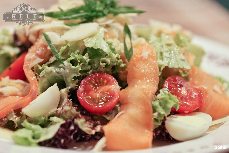 Салат цезарь с красной рыбой рецепт пошагово