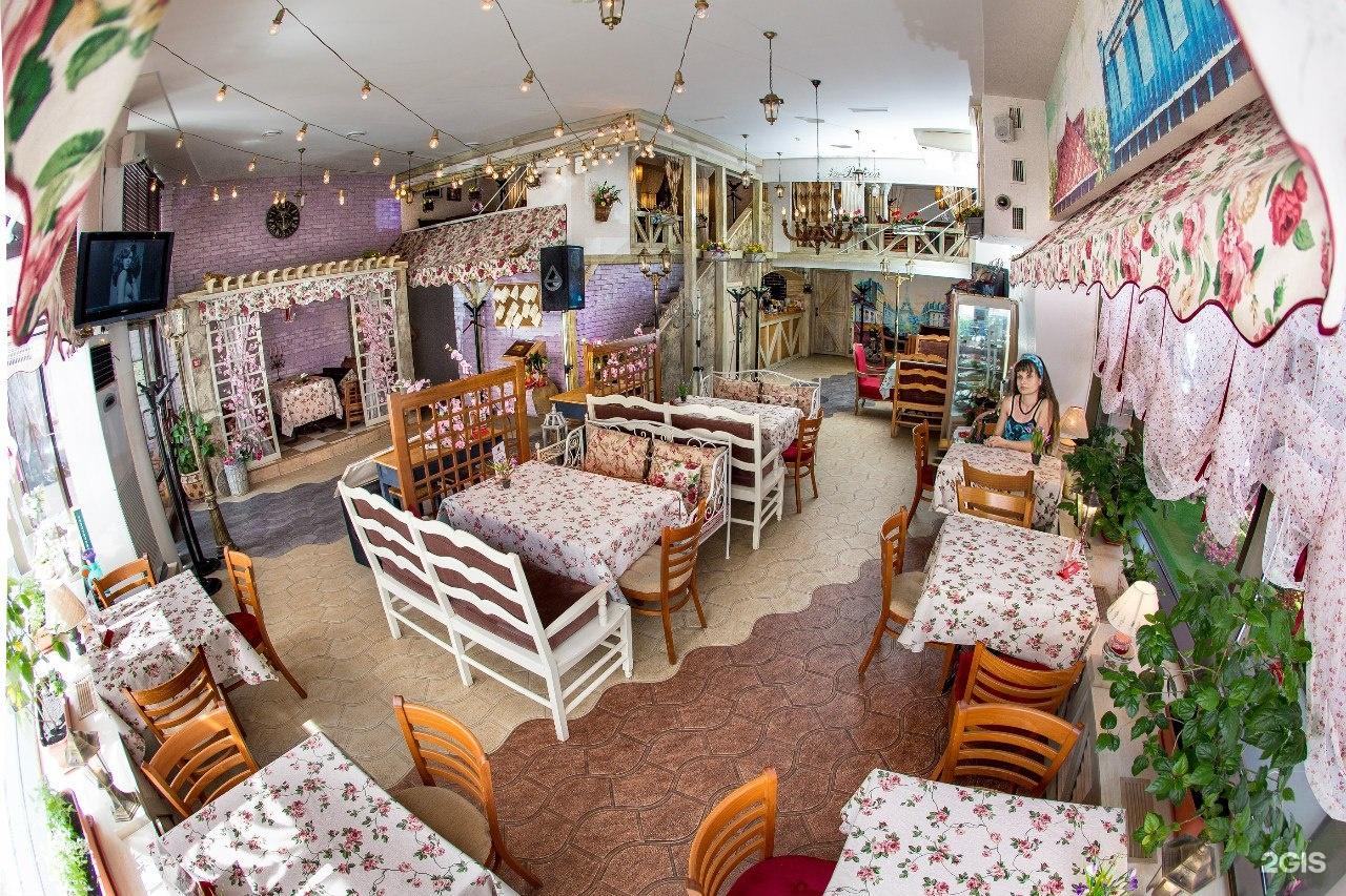 Le balcon, кафе, ресторан с детской комнатой и меню для дете.