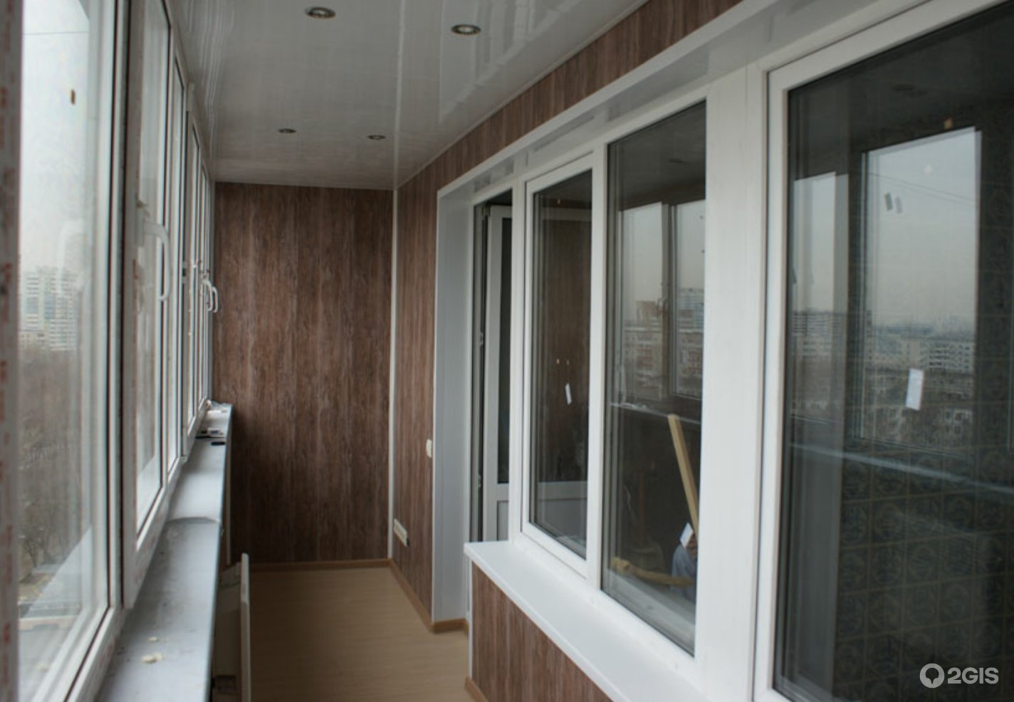 Остекление и отделка балкона мдф панелями.